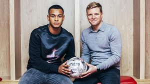 Joshua King og Bournemouth-manager Eddie Howe