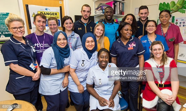LONDON, ENGLAND - DECEMBER 21: Pau Lopez, Moussa Sissoko, Leah Rawle and Hugo Lloris of Tottenham Hotspur pose for a photograph with hospital staff after handing out presents to patients at Whipps Cross Hospital on December 21, 2016 in London, England. (Photo by Tottenham Hotspur FC/Getty Images)