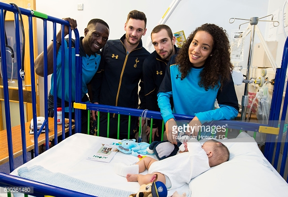 LONDON, ENGLAND - DECEMBER 21: Moussa Sissoko, Hugo Lloris Pau Lopez and Leah Rawle of Tottenham Hotspur hand out presents to patients at Whipps Cross Hospital on December 21, 2016 in London, England. (Photo by Tottenham Hotspur FC/Getty Images)